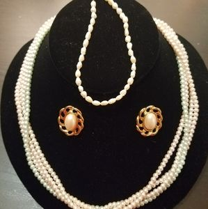 Set of pearl accesories